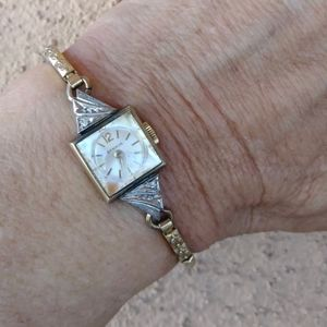 VTG 1960s Benrus Ladies Winding Watch NIB